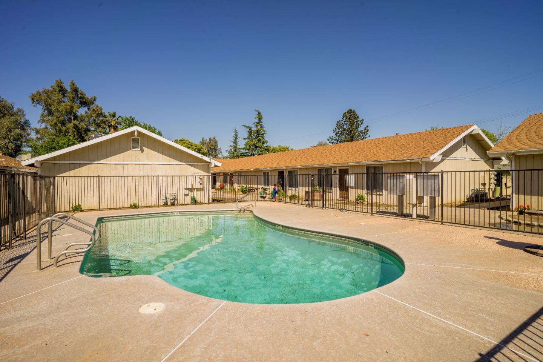 Maison avec plusieurs logements pour l Vente à 4781 E Ashlan Avenue Fresno, Californie 93726 États-Unis