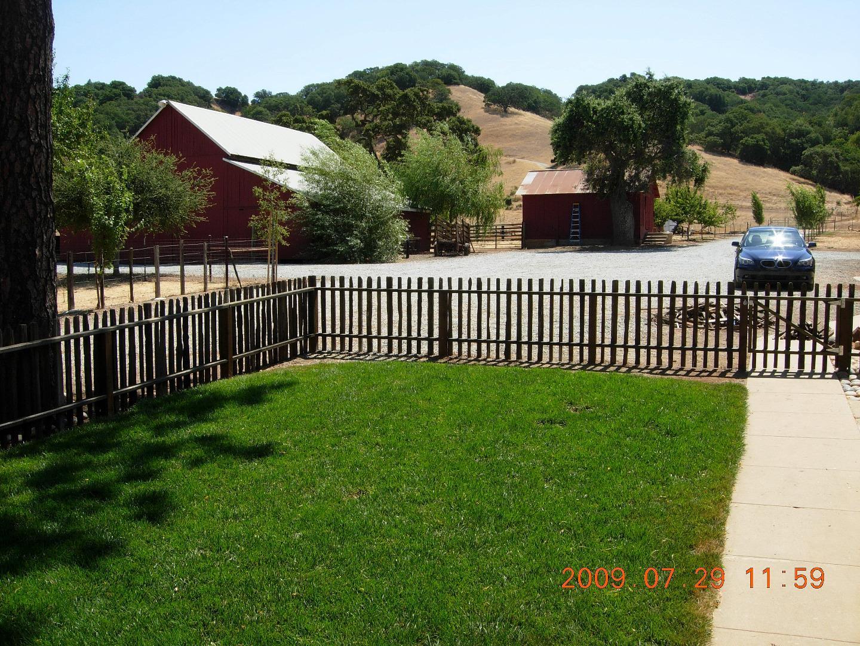 Maison unifamiliale pour l Vente à 4520 Roop Road Gilroy, Californie 95020 États-Unis