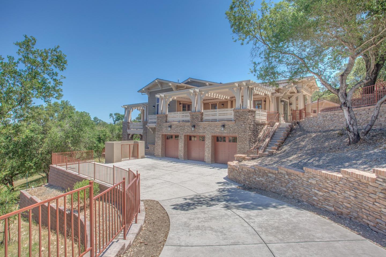 واحد منزل الأسرة للـ Sale في 15675 Gum Tree Lane Los Gatos, California 95032 United States