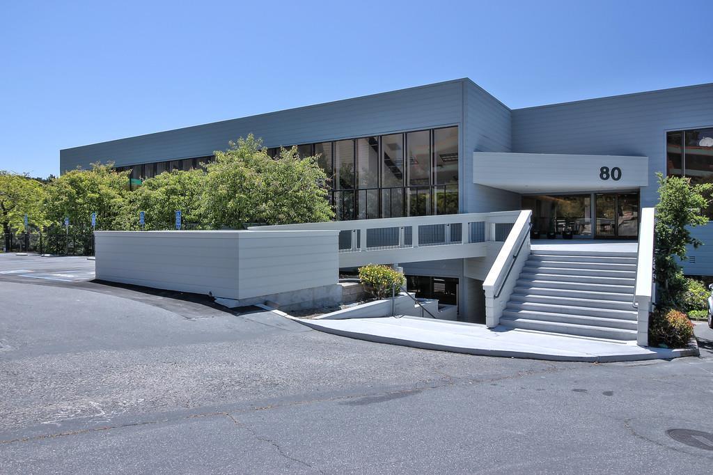 Casa Unifamiliar por un Alquiler en 80 Garden Court Monterey, California 93940 Estados Unidos