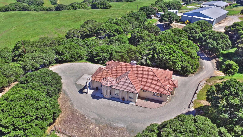 Maison unifamiliale pour l Vente à 2300 Salinas Road San Juan Bautista, Californie 95045 États-Unis
