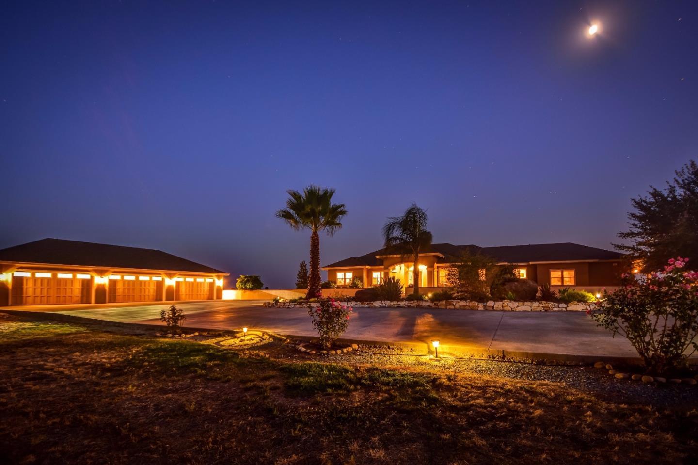 Частный односемейный дом для того Продажа на 15944 E Kettleman Lane Lodi, Калифорния 95240 Соединенные Штаты