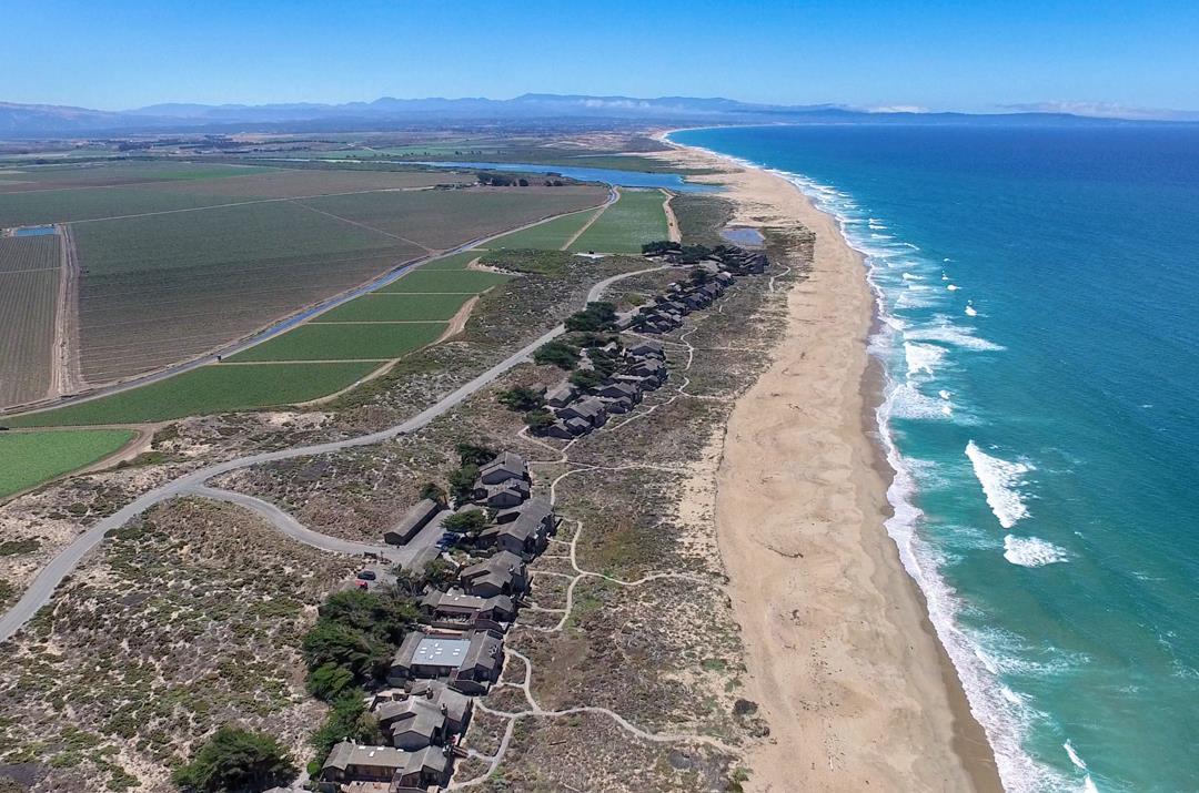 Einfamilienhaus für Verkauf beim 214 Monterey Dunes Way Moss Landing, Kalifornien 95039 Vereinigte Staaten