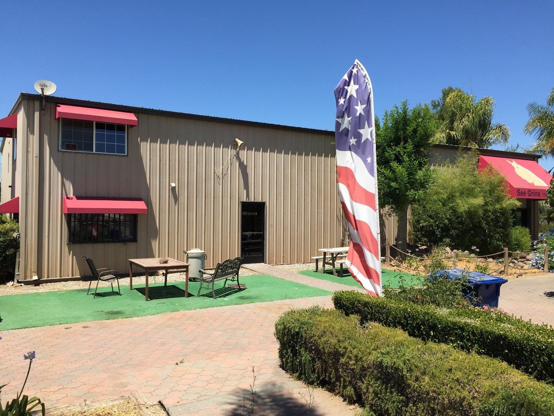 Commercial pour l Vente à 13635 Sycamore Avenue San Martin, Californie 95046 États-Unis