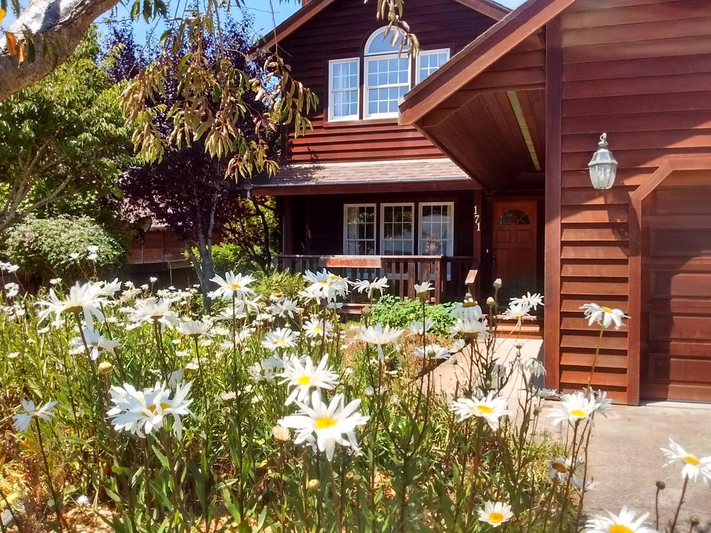 Single Family Home for Sale at 171 Ebbing Way Fort Bragg, California 95437 United States