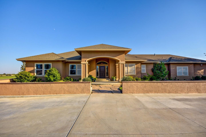 Maison unifamiliale pour l Vente à 16314 E Kettleman Lane Lodi, Californie 95240 États-Unis