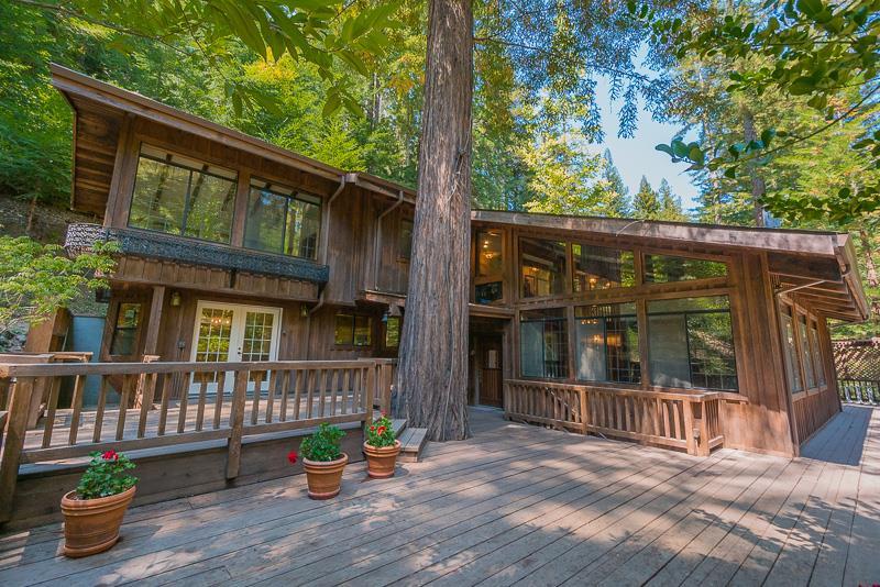 واحد منزل الأسرة للـ Sale في 12101 Love Creek Road Ben Lomond, California 95005 United States