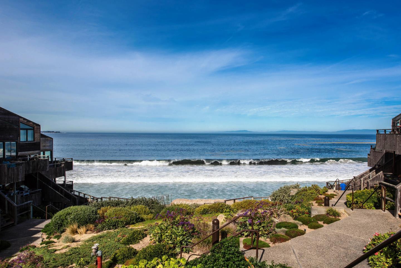 Condominio por un Alquiler en 1 Surf Way Monterey, California 93940 Estados Unidos