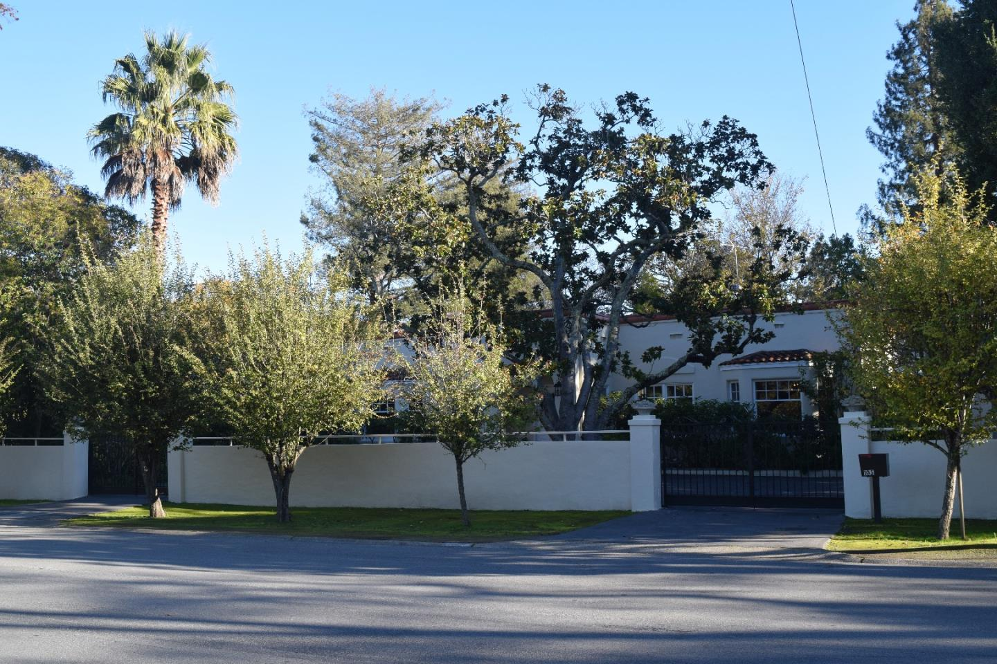 واحد منزل الأسرة للـ Rent في 105 W Santa Inez Avenue 105 W Santa Inez Avenue Hillsborough, California 94010 United States