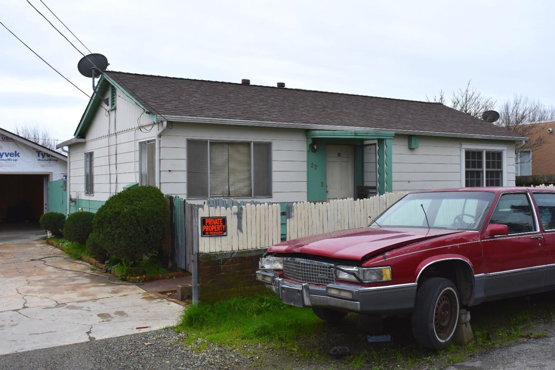 獨棟家庭住宅 為 出售 在 27 Memorial Avenue Freedom, 加利福尼亞州 95019 美國