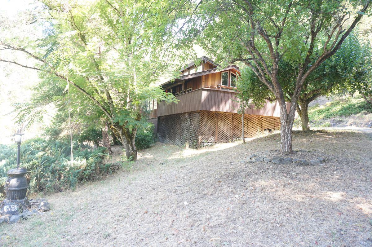 Casa Unifamiliar por un Venta en 1668 Hawkins Bar Road 1668 Hawkins Bar Road Burnt Ranch, California 95527 Estados Unidos
