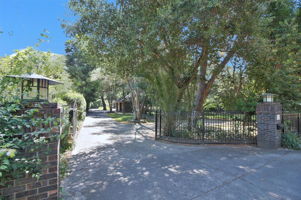 Maison unifamiliale pour l Vente à 227 Kilkare Road Sunol, Californie 94586 États-Unis