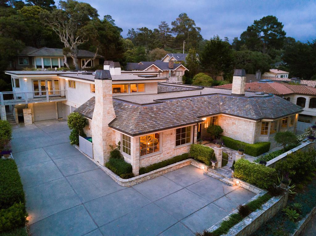 واحد منزل الأسرة للـ Sale في San Antonio 4 NE of 4th Carmel, California 93921 United States