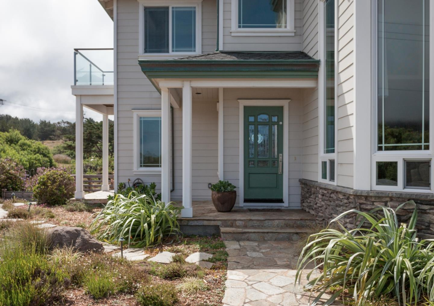 Additional photo for property listing at 198 1st Street  Montara, California 94037 United States