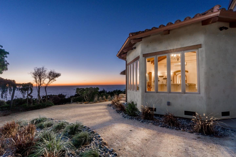 Maison unifamiliale pour l Vente à 32691 Coast Ridge Drive 32691 Coast Ridge Drive Carmel, Californie 93923 États-Unis
