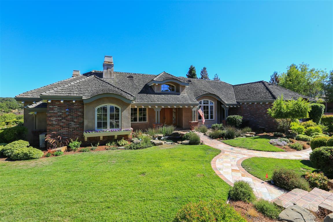Casa Unifamiliar por un Venta en 27466 Sunrise Farm Road Los Altos Hills, California 94022 Estados Unidos