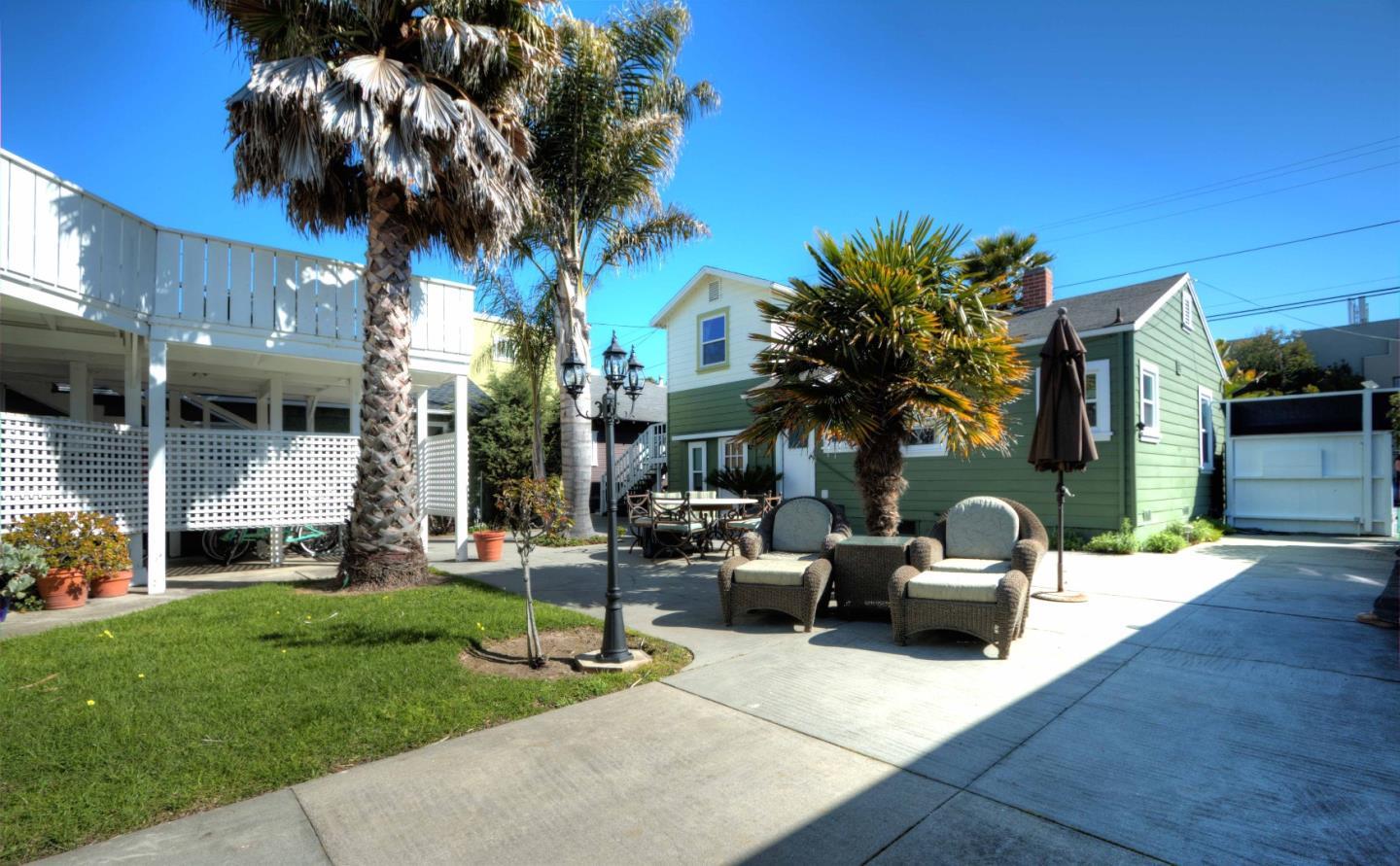 Casa Multifamiliar por un Venta en 225-241 7th Avenue Santa Cruz, California 95062 Estados Unidos