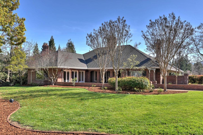 獨棟家庭住宅 為 出售 在 17920 Daves Avenue Monte Sereno, 加利福尼亞州 95030 美國