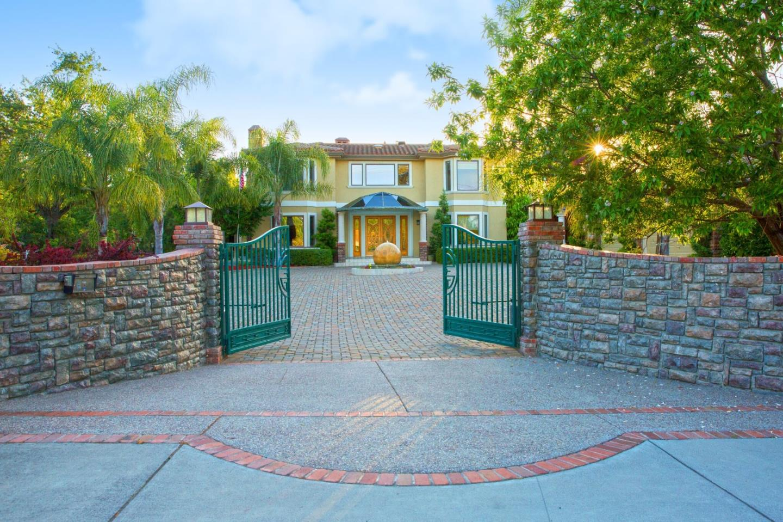 Частный односемейный дом для того Продажа на 14535 Fruitvale Avenue Saratoga, Калифорния 95070 Соединенные Штаты