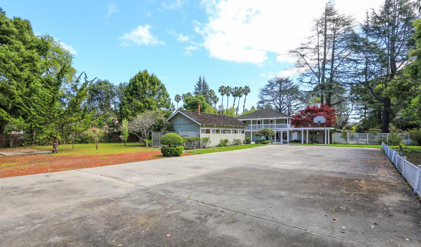 Additional photo for property listing at 40 Selby Lane  Atherton, California 94027 United States
