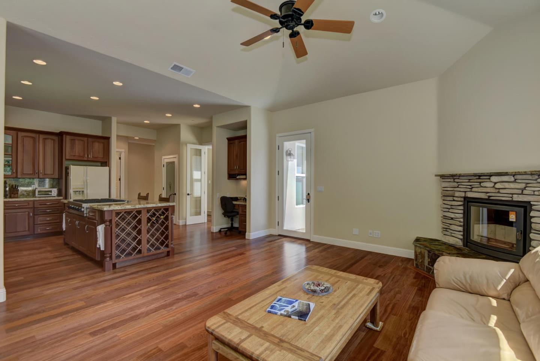 Additional photo for property listing at 337 Thin Edge Road  Santa Cruz, California 95065 United States