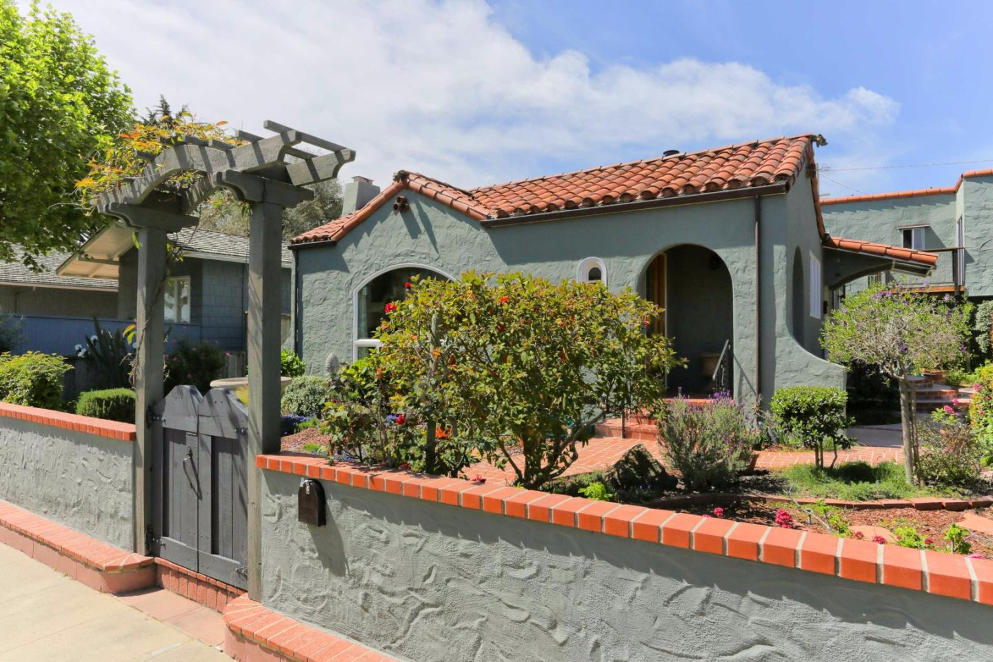 Casa Unifamiliar por un Venta en 113 4th Avenue Santa Cruz, California 95062 Estados Unidos