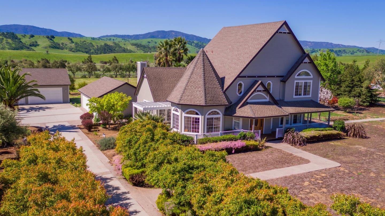 獨棟家庭住宅 為 出售 在 5628 Sundown Lane Tres Pinos, 加利福尼亞州 95075 美國