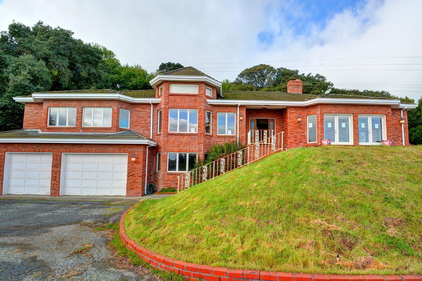 Casa Unifamiliar por un Venta en 15150 Montebello Road Cupertino, California 95014 Estados Unidos