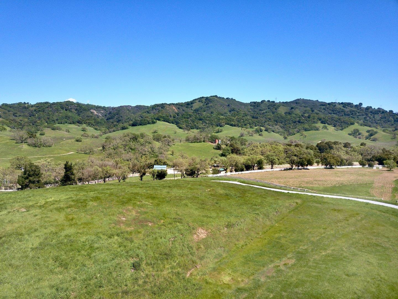 Additional photo for property listing at 17385 Uvas Road  Morgan Hill, Californie 95037 États-Unis