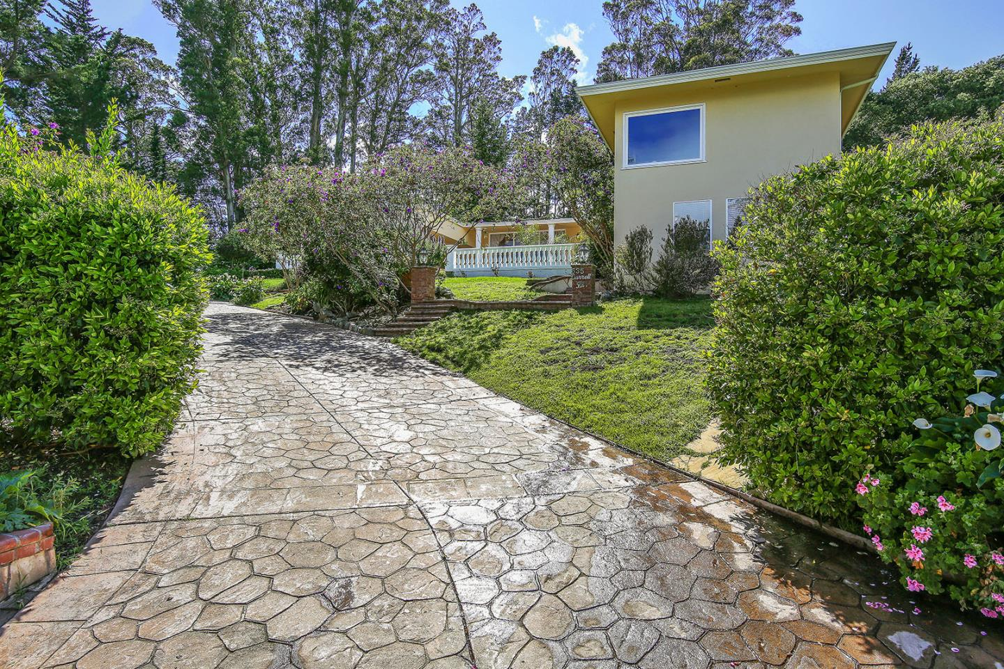 Additional photo for property listing at 535 Darrell Road  Hillsborough, California 94010 United States