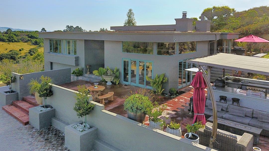 Maison unifamiliale pour l Vente à 390 Hidden Valley Road Royal Oaks, Californie 95076 États-Unis
