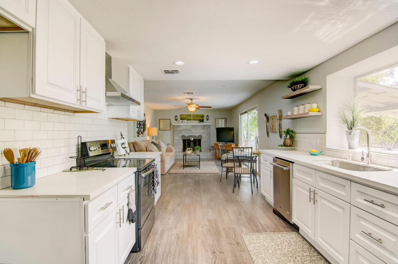 獨棟家庭住宅 為 出售 在 80 Bluejay Drive 80 Bluejay Drive Placerville, 加利福尼亞州 95667 美國