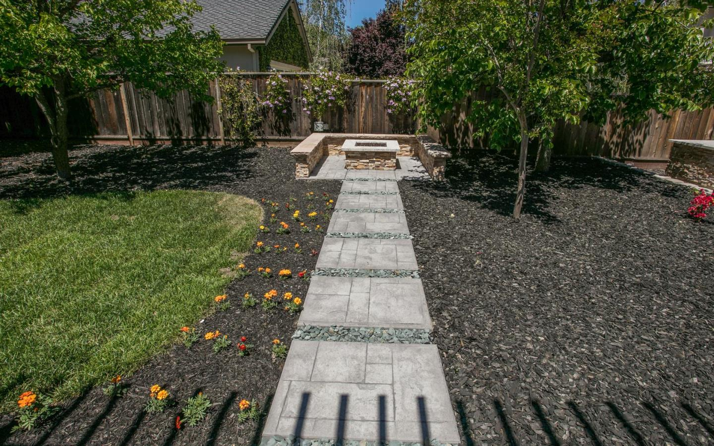 Additional photo for property listing at 15951 Linda Avenue  Los Gatos, Калифорния 95032 Соединенные Штаты