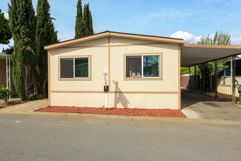 Casa Unifamiliar por un Venta en 200 Ford Road 200 Ford Road San Jose, California 95138 Estados Unidos