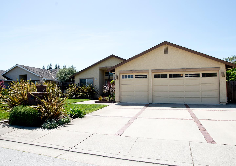 Maison unifamiliale pour l Vente à 17399 Walnut Grove Drive Morgan Hill, Californie 95037 États-Unis