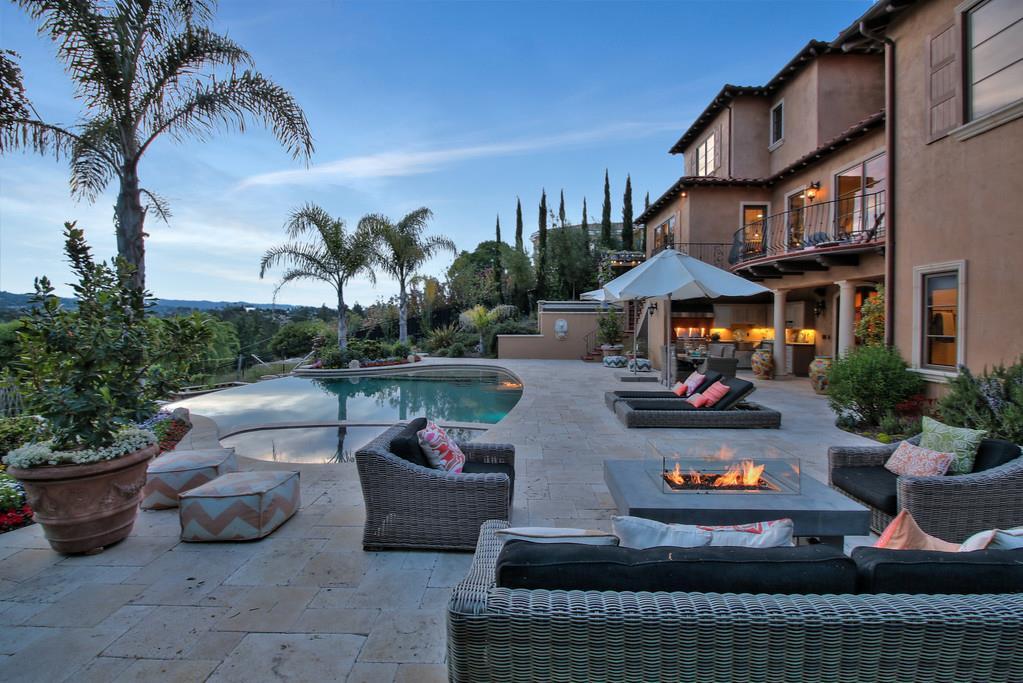 Maison unifamiliale pour l Vente à 480 Border Hill Road Los Altos, Californie 94024 États-Unis