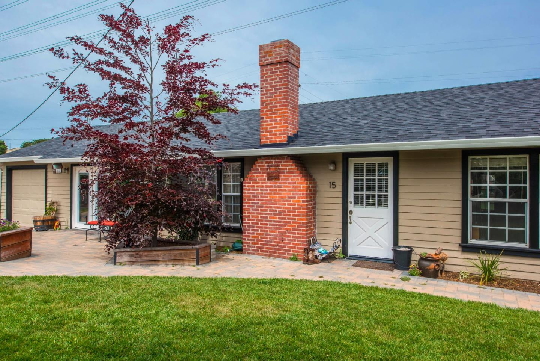 واحد منزل الأسرة للـ Sale في 15 Brae Place Del Rey Oaks, California 93940 United States