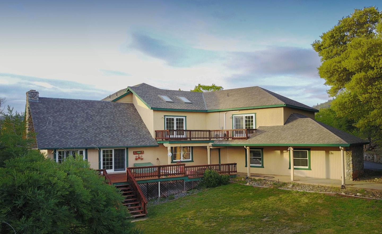 Maison unifamiliale pour l Vente à 20481 Half Mile Road 20481 Half Mile Road Tuolumne, Californie 95379 États-Unis