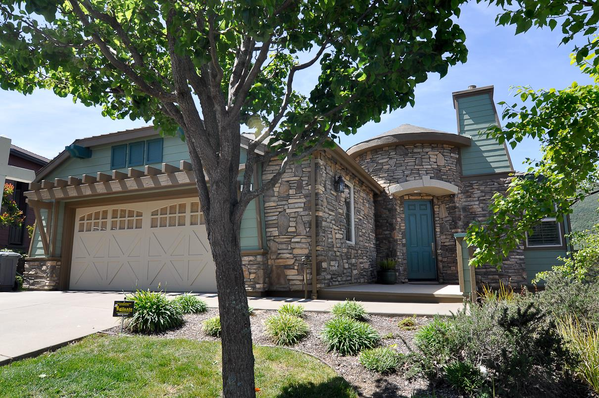 Additional photo for property listing at 39 Lupine Valley Court  Brisbane, California 94005 United States
