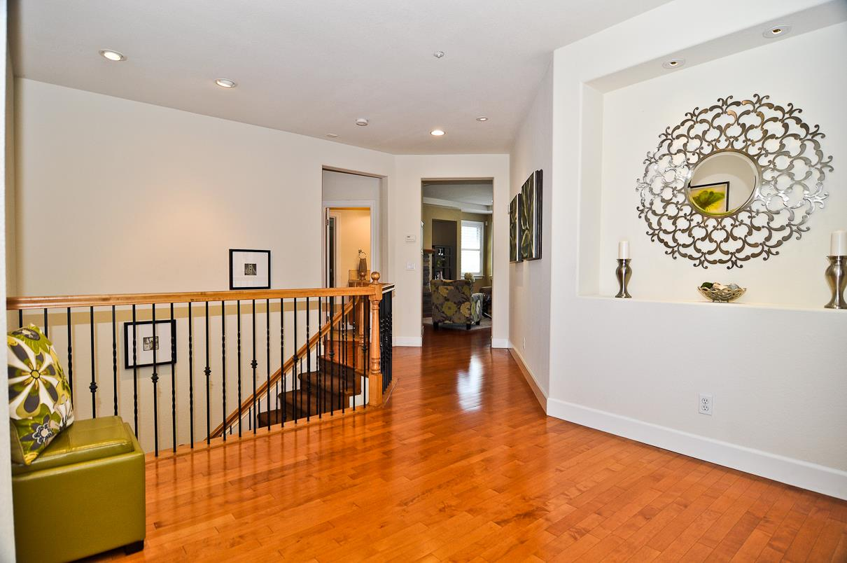 Additional photo for property listing at 39 Lupine Valley Court  Brisbane, Californie 94005 États-Unis