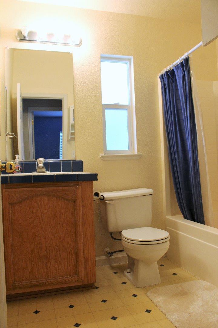 Additional photo for property listing at 411 Lewis Road 411 Lewis Road San Jose, Californie 95111 États-Unis