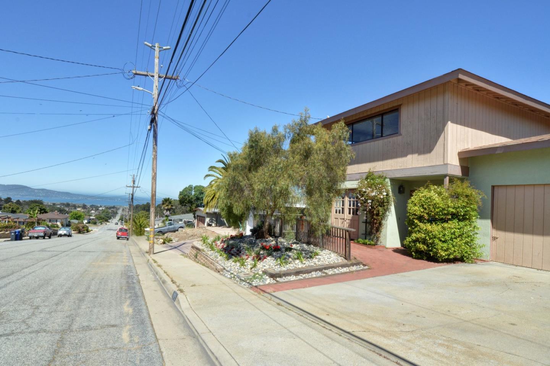 Einfamilienhaus für Verkauf beim 1975 Military Avenue Seaside, Kalifornien 93955 Vereinigte Staaten