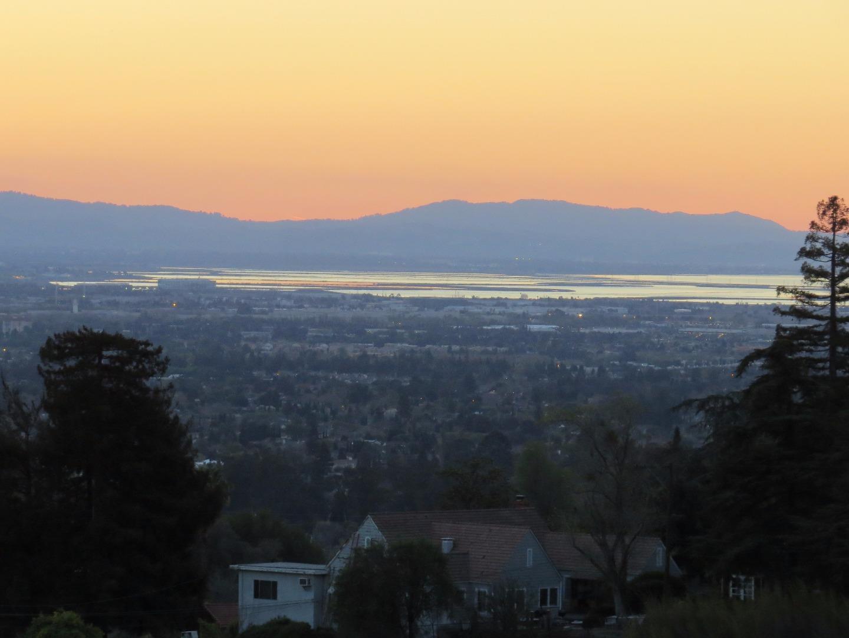 واحد منزل الأسرة للـ Sale في 4080 Soelro Court San Jose, California 95127 United States