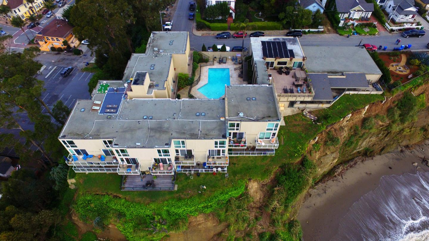 Additional photo for property listing at 101 Grand Avenue  Capitola, California 95010 United States