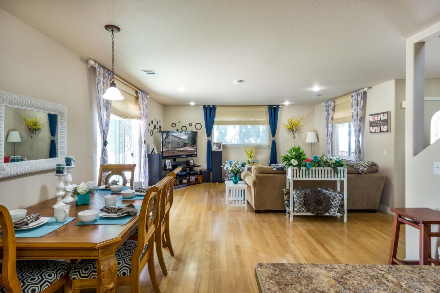 Additional photo for property listing at 8269 Anchor Way  Bradley, California 93426 United States