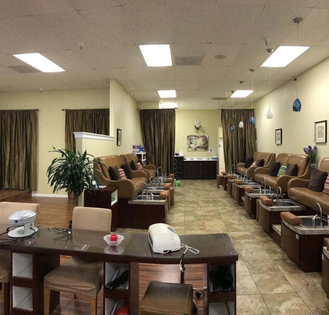 komerziell für Verkauf beim 263 Vinyard Twon Center Morgan Hill, Kalifornien 95037 Vereinigte Staaten