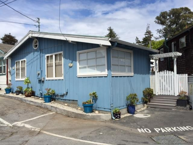 متعددة للعائلات الرئيسية للـ Sale في 402 Blue Gum Avenue Capitola, California 95010 United States