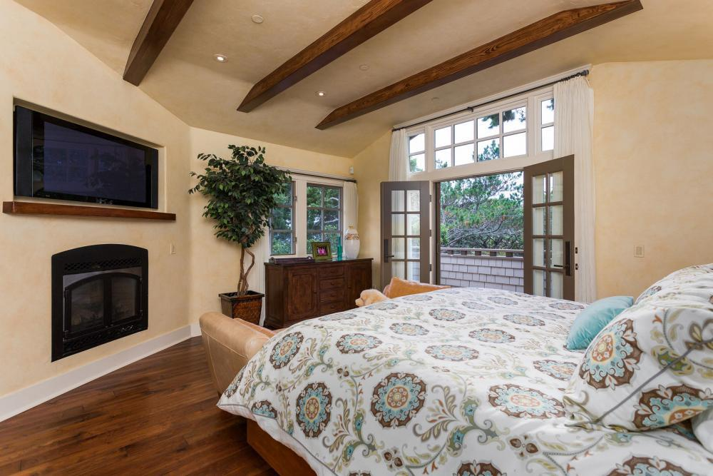 Additional photo for property listing at Lincoln 4NE San Lucia Street  Carmel, カリフォルニア 93921 アメリカ合衆国