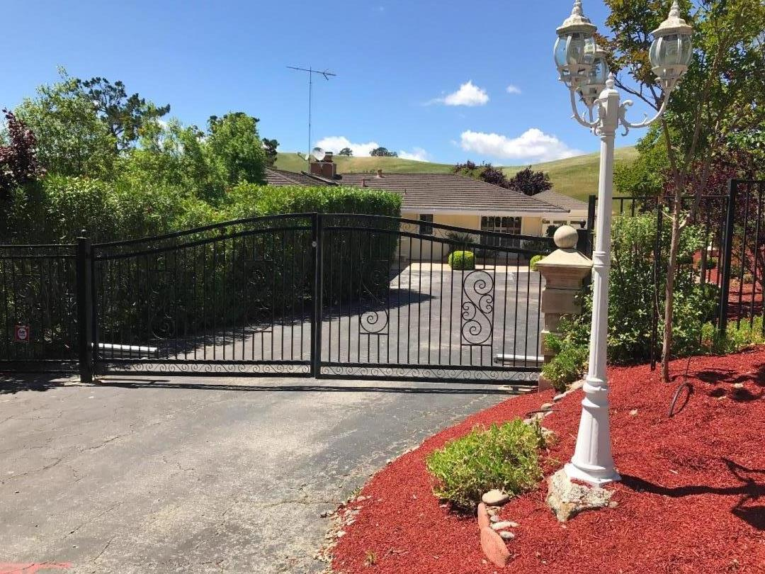 28420 Christopher Lane, LOS ALTOS HILLS, CA 94022
