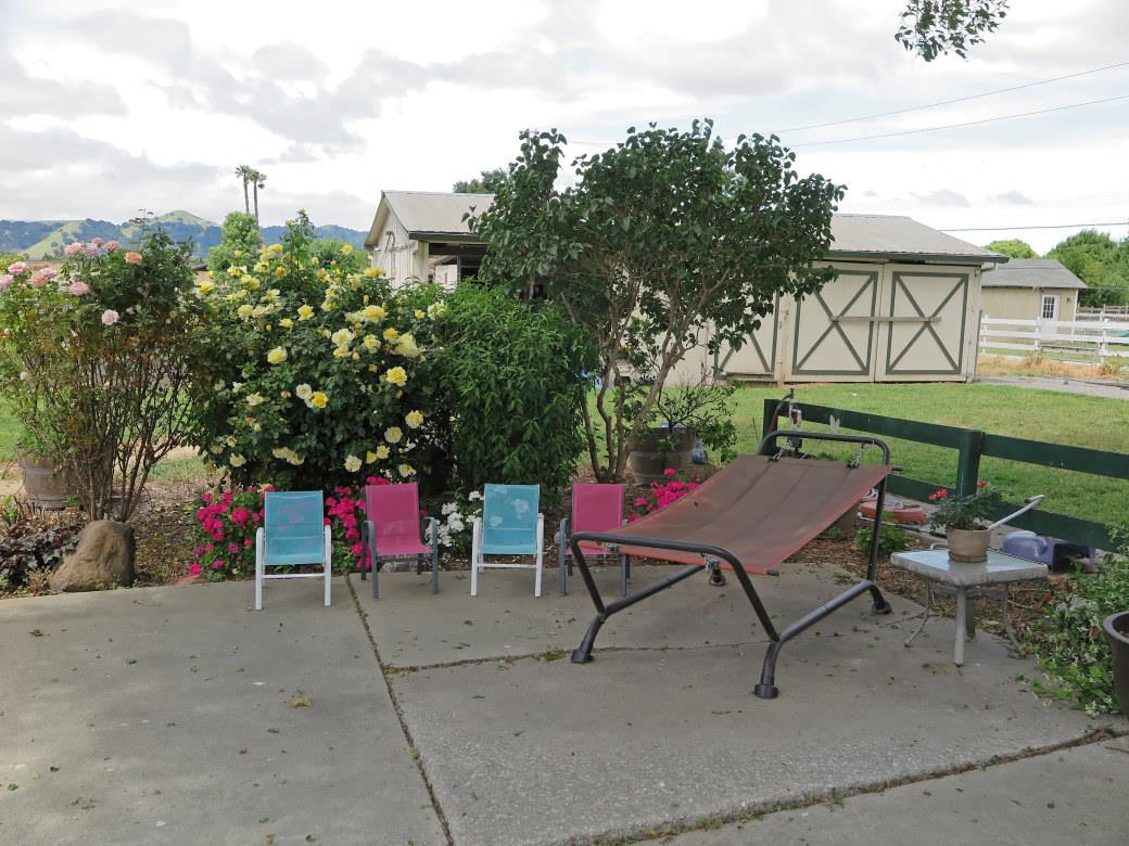 Additional photo for property listing at 12155 Columbet Avenue  San Martin, Californie 95046 États-Unis
